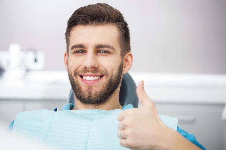 Ile kosztuje wstawienie zęba? – O tym musisz pamiętać!